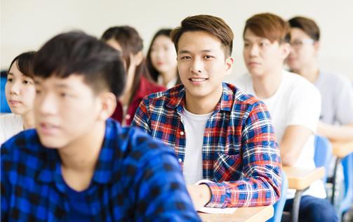 授業を受けている大学生の様子
